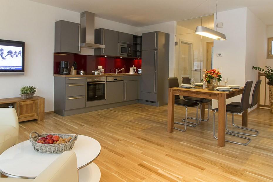 Wohn- und Esszimmer mit Küchenzeile